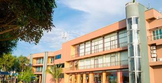 Protea Hotel by Marriott Entebbe - Энтеббе