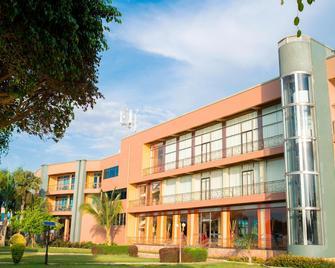 Protea Hotel by Marriott Entebbe - Entebbe - Gebouw