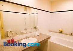 Baiyoke Ciao Hotel - Chiang Mai - Phòng tắm