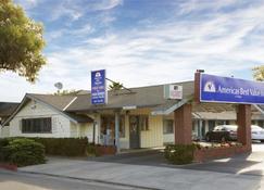 Americas Best Value Inn Livermore - Livermore - Rakennus