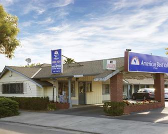 Americas Best Value Inn - Livermore - Ливермор