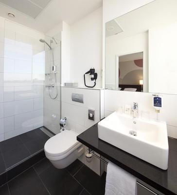 Webers - Das Hotel Im Ruhrturm - Essen - Bathroom