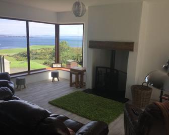 Makem's Self Catering Cottage - Ballycastle - Living room