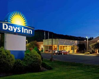 Days Inn by Wyndham Warren - Warren - Gebäude