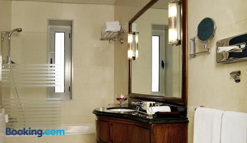 Steigenberger Cecil Alexandria Hotel - Alexandria - Bathroom