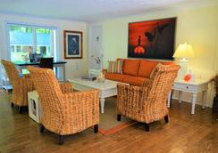 Meris Gardens Bethany - Bethany Beach - Living room