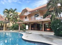 Gertes Resort & Hotel - Laoag - Edificio