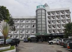 Vallée des Princes Hôtel - Douala - Edifici