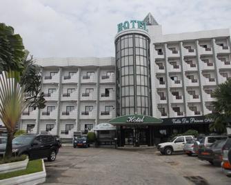 Vallée des Princes Hôtel - Douala - Gebouw