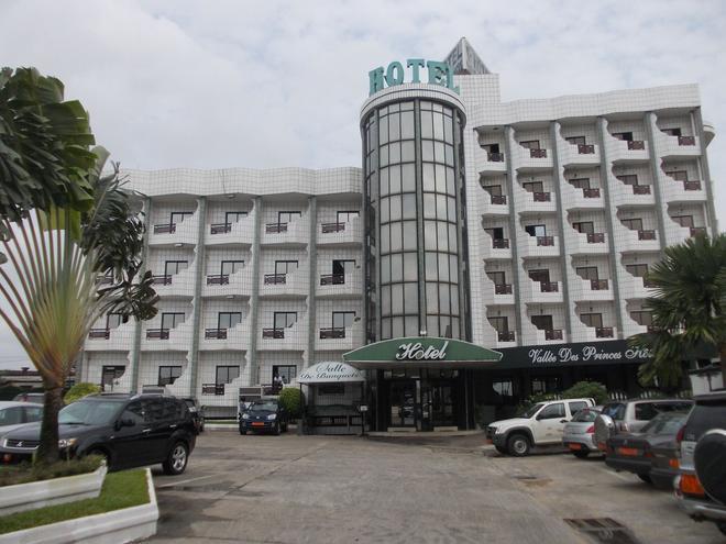 Vallée des Princes Hôtel - Douala - Building