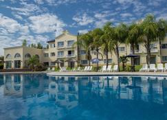 Howard Johnson by Wyndham Resort Pilar - Pilar (Buenos Aires) - Piscina