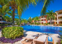 Infinity Bay, Spa & Beach Resort - Coxen Hole - Pool