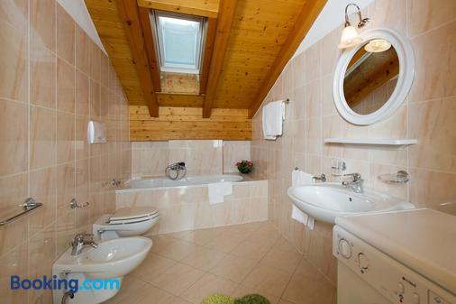 Residence Villa Boschetto - Carano - Bathroom