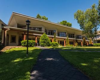 Winwood Inn & Condominiums - Windham - Building