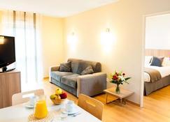 Lagrange Aparthotel Toulouse Saint-Michel - Toulouse - Living room