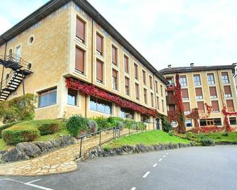 Hotel Acebos Arriondas - Arriondas - Gebäude