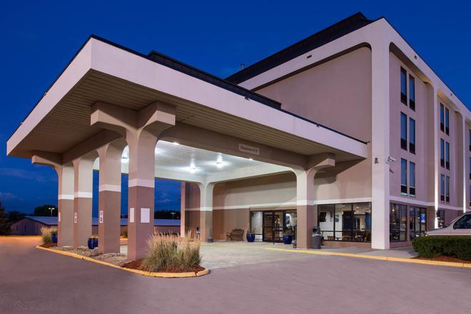 New Victorian Inn & Suites - Omaha - Building