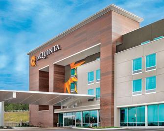 La Quinta Inn & Suites by Wyndham Cleveland TN - Cleveland - Building