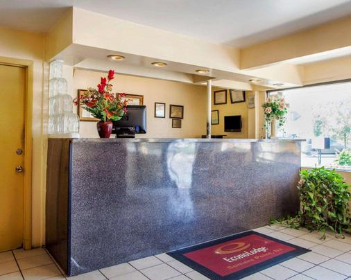 Econo Lodge - Somers Point - Front desk
