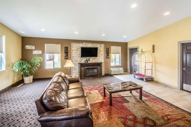 Suburban Extended Stay Hotel - Fort Wayne - Living room