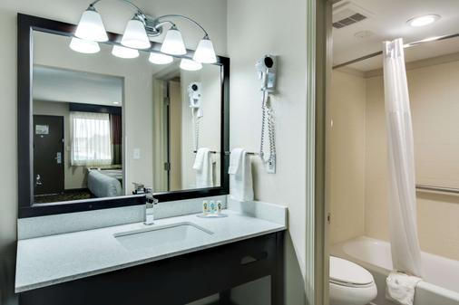 Quality Inn and Suites Athens - Athens - Salle de bain