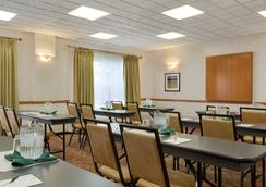 Country Inn & Suites by Radisson, Calgary Airport - Calgary - Ravintola
