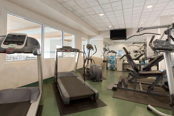 Country Inn & Suites by Radisson, Calgary Airport - Calgary - Gym