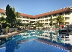 Hotel Santika Premiere Jogja - Yogyakarta - Pool