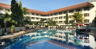 Hotel Santika Premiere Jogja - Yogyakarta - Bể bơi