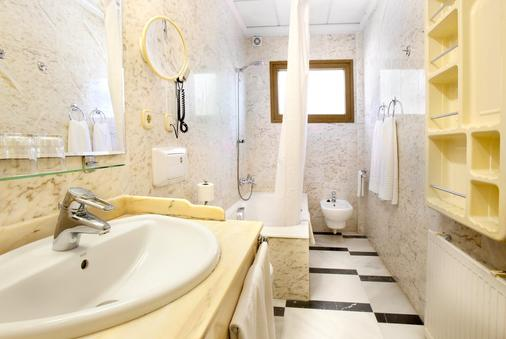 Hotel Rosa - Denia - Bathroom