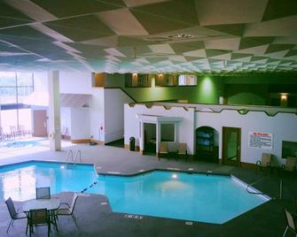 C3 Hotel & Convention Center - Hastings - Zwembad