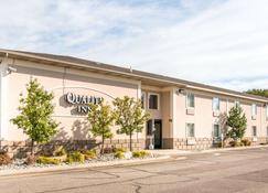 Quality Inn & Suites Next to the Casino - Battle Creek - Building