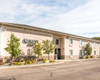 Quality Inn & Suites Next to the Casino - Battle Creek - Gebouw