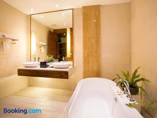 Maca Villas & Spa Umalas - North Kuta - Bathroom