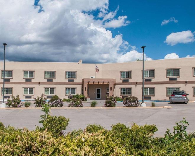 Econo Lodge Inn & Suites - Santa Fe - Bygning
