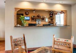 Econo Lodge Inn & Suites - Santa Fe - Reception