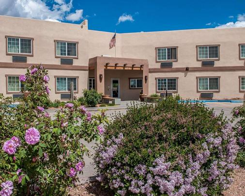 Econo Lodge Inn & Suites - Santa Fe - Building