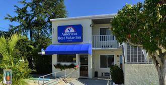 Americas Best Value Inn Bradenton Sarasota - Bradenton - Building