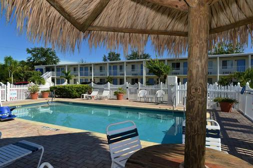 Americas Best Value Inn Bradenton Sarasota - Bradenton - Pool