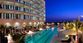 Staybridge Suites Abu Dhabi - Yas Island - Abu Dhabi - Pool