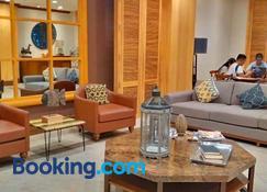 Cedar Peak Condo - Close to Session Road City Center - Baguio - Living room