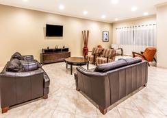 Ramada by Wyndham College Station - College Station - Lounge