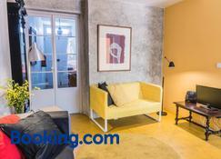 A Casa Amarela - Capelas - Living room