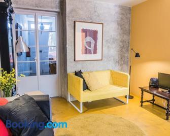 A Casa Amarela - Capelas - Huiskamer
