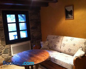 Gîtes Au Chant Des Marmites - Saint-Lary-Soulan - Living room