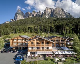 Dolomites Nature Hotel Vigilerhof - Seis am Schlern - Gebäude