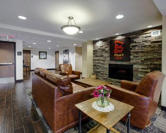 Red Roof Inn Plus+ & Suites Malone - Malone - Лаунж