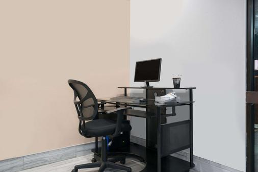 Super 8 by Wyndham Rochester Mayo Clinic Area - Rochester - Business centre