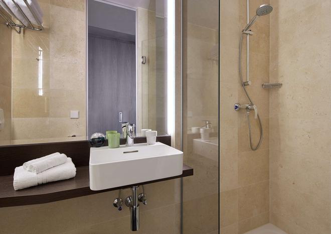 Living Hotel am Olympiapark by Derag - Munich - Bathroom