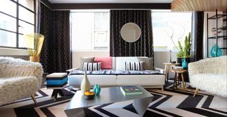 Adelphi Hotel - Melbourne - Living room
